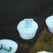 EL VIAJERO SOBRE EL MAR DE NUBES (detalle), 2000. 5000/u harina, funda de magdalena y contacto fotográfico color. dimensiones variables. La Farinera del Clot BARCELONA