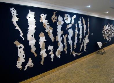 DAME LA MANO Y SEGUIMOS (detalle), 2016. cartón industrial sobre tela. 460 x 240 cm