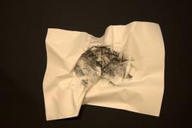 EL SILENCIO DE LAS ARRUGAS X, 2017 carbón prensado sobre papel 36x29cm