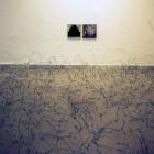 OTRAS MIRADAS, 1994. Alambre de espino y técnica mixta sobre tela. dimensiones variables. Espai83 (Museo de Arte de Sabadell)