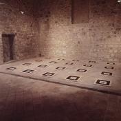 RECORREGUTS, 1991. tierra volcánica, fotografía en b/n y bastidor de madera. Museu de l'Esglesia Castellfollit de la Roca GIRONA